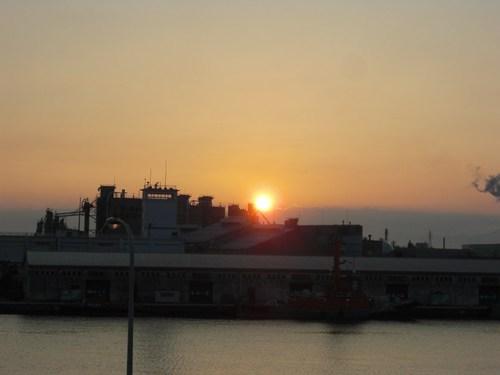 直江津港の朝日